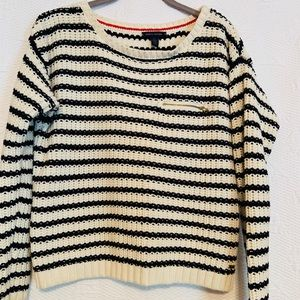 Tommy Hilfiger sweater size medium